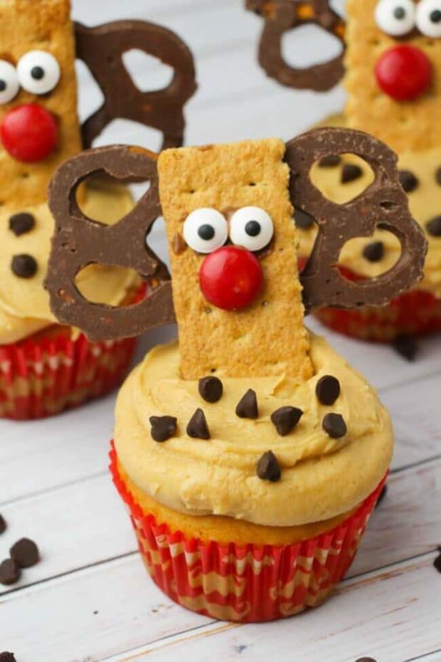 Reindeer Cupcakes Made with Graham Crackers and Pretzels