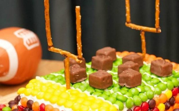 Diy Football Field Super Bowl Party Cake Spaceships And