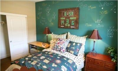 15 ideas for a football themed boys bedroom spaceships for Boys rugby bedroom ideas