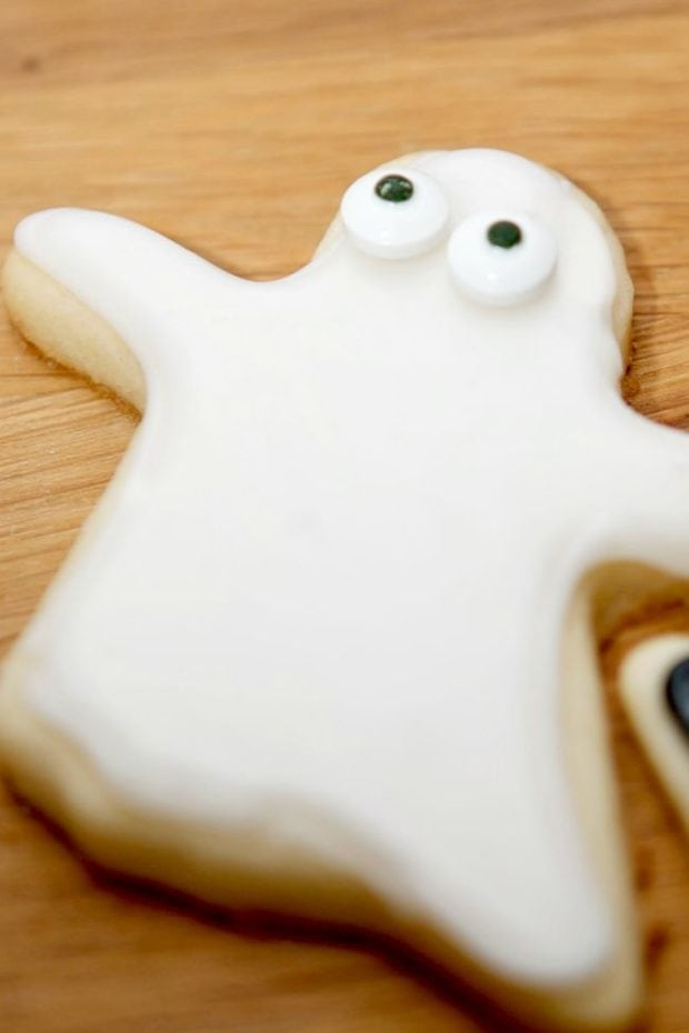 ghost-sugar-cookies-for-halloween