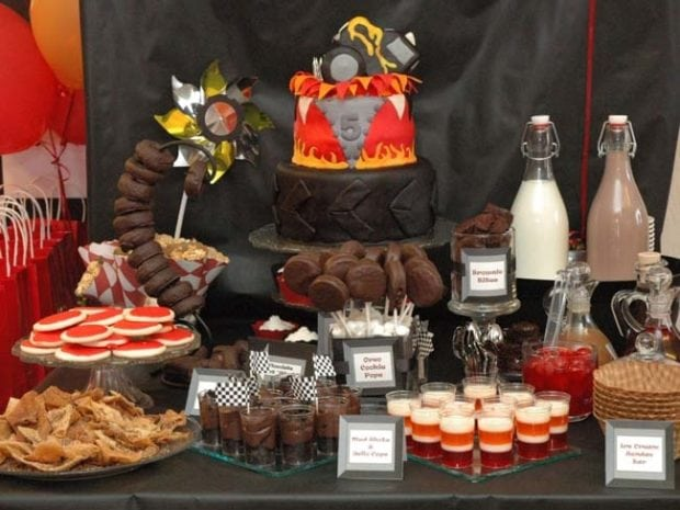 [Inspiration] Monster Truck Dessert Table - Spaceships and