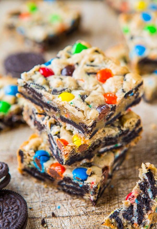 1-mandm-oreo-cookie-bars