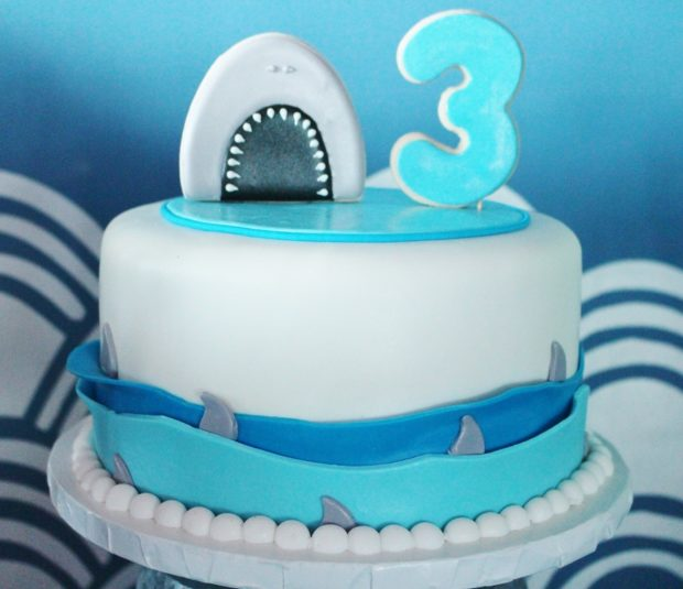 how to make a shark birhtday cake