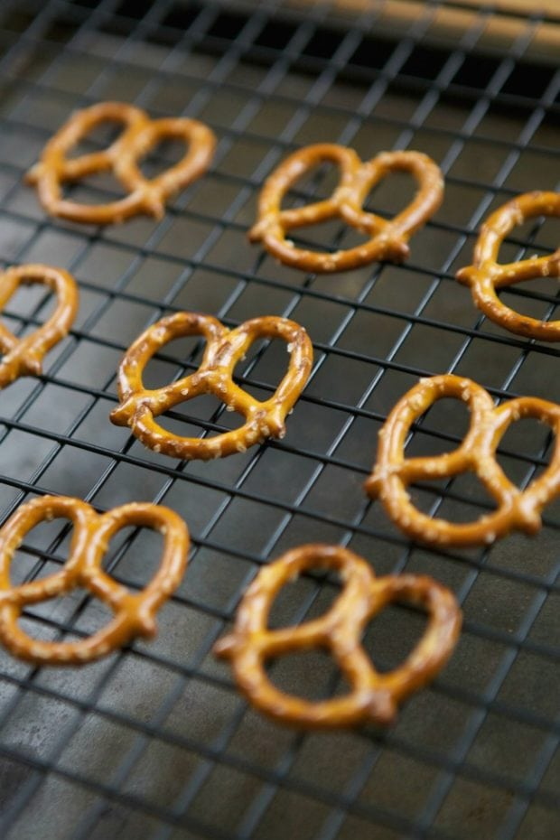 Pretzel Christmas Candy
