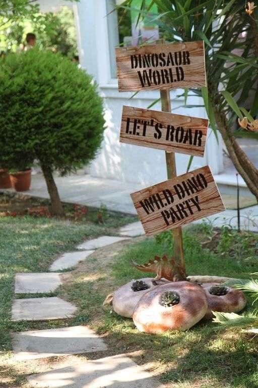 Boys Dinosaur Themed Birthday Party Sign Ideas