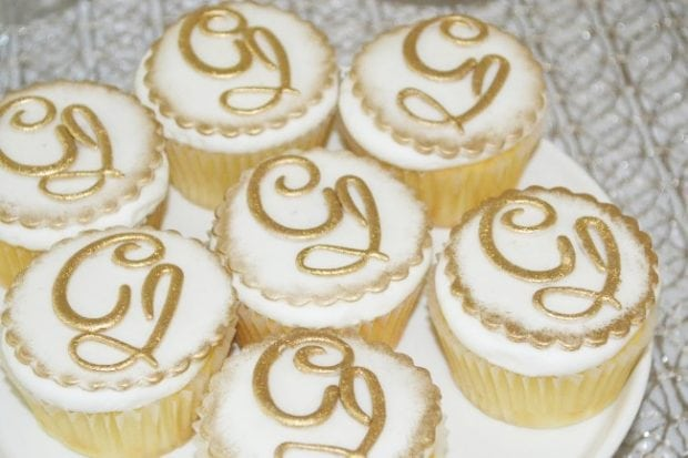 Gold Animal Themed Safari Themed Cupcake Ideas