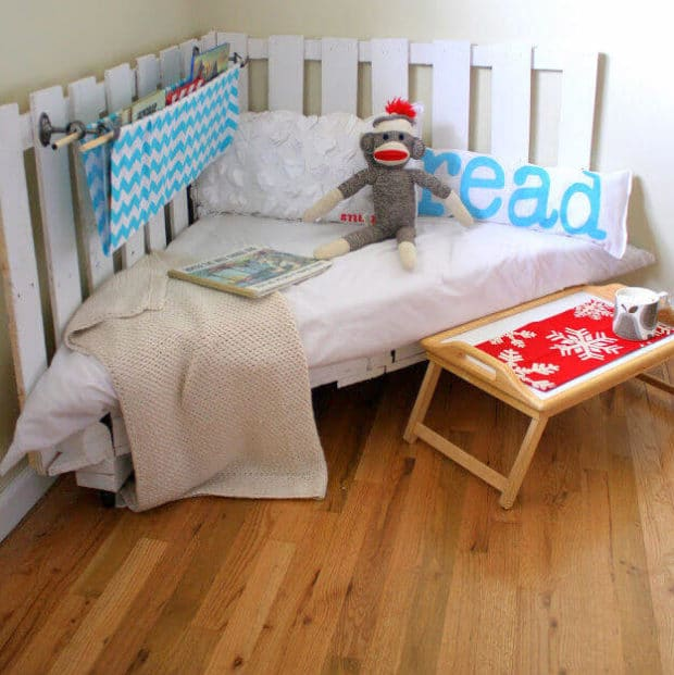Upcycle a pallet and createa a DIY reading nook tutorial