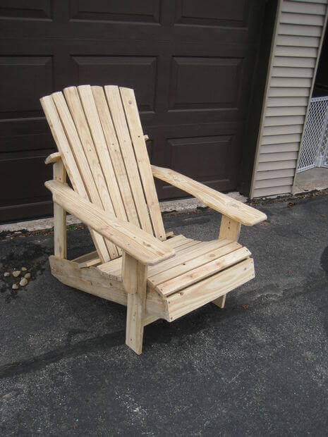 Upcycle a Pallet and make this Adirondack Chair