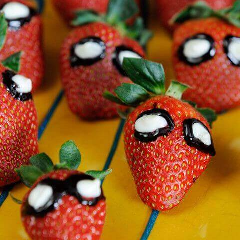 Spiderman Strawberries are the perfect party food for superheros.