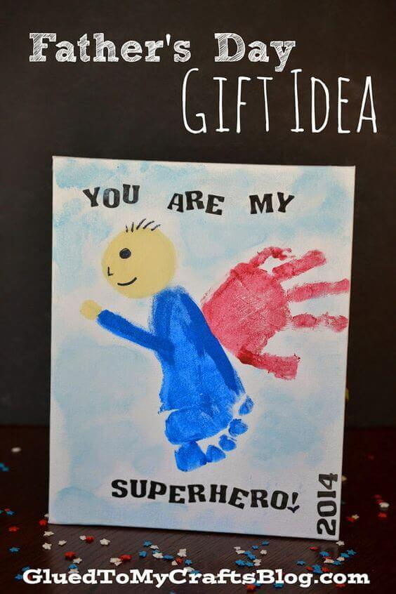 Let kids tell dad he's their superhero with this fun foot- and hand-print card.