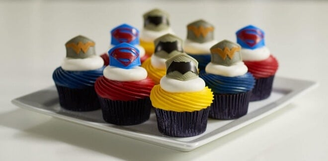 Batman vs. Superman Cupcake Tutorial
