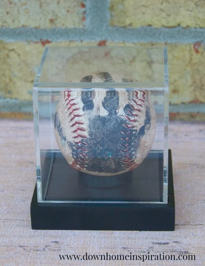 Does dad love baseball? The perfect Father's Day gift has to be this commemorative handprint Baseball Keepsake