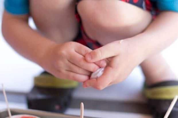 How to Make Homemade Fingerpaints