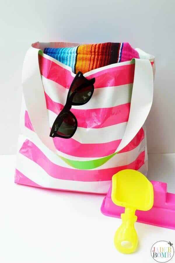 Make your own Ductape Beach Bag. This DIY bag is water proof, colorful and fun!