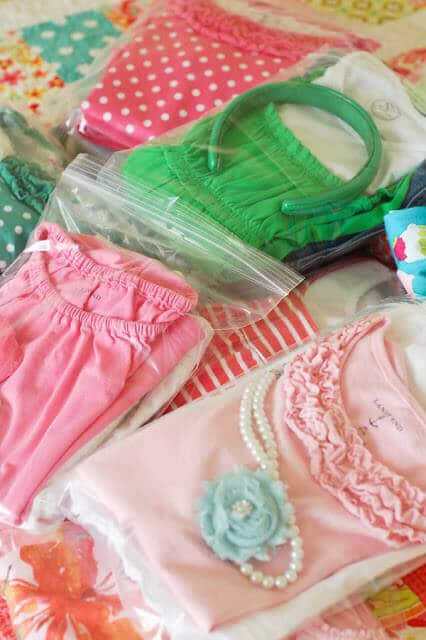 Use ziploc bags to store kids' outfits while travelling.