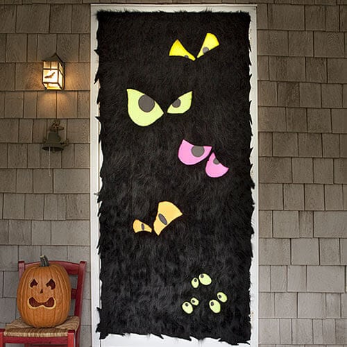 19 hauntingly awesome halloween door decorating ideas for Decoration porte classe halloween