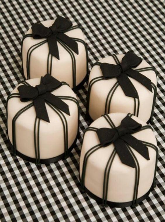 Pinstripe Mini Cakes