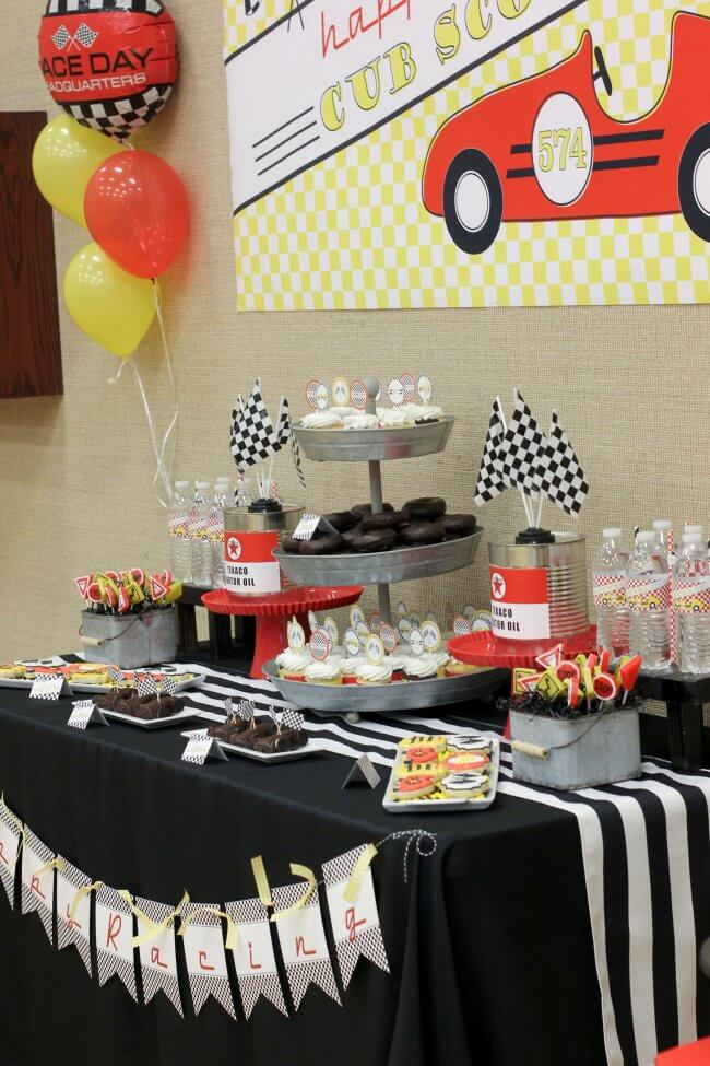 Pinewood derby themed party table