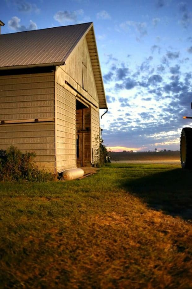 iowa-barn-at-sunset