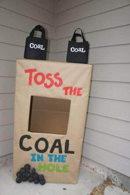 Toss the Coal in the Hole game