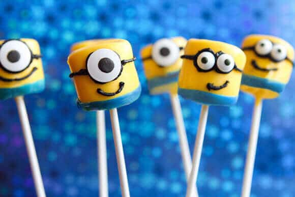 These Marshmallow Minion cake pops are fun, cute and easy to make!