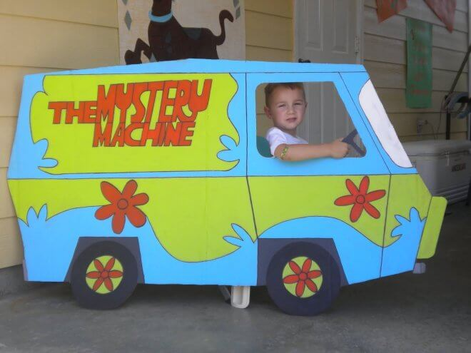 DIY Mystery Machine Photo Booth