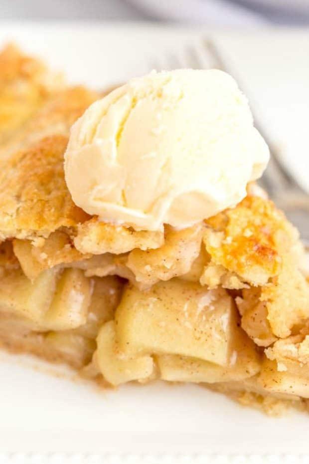 Deep Dish Apple Pie with ice cream