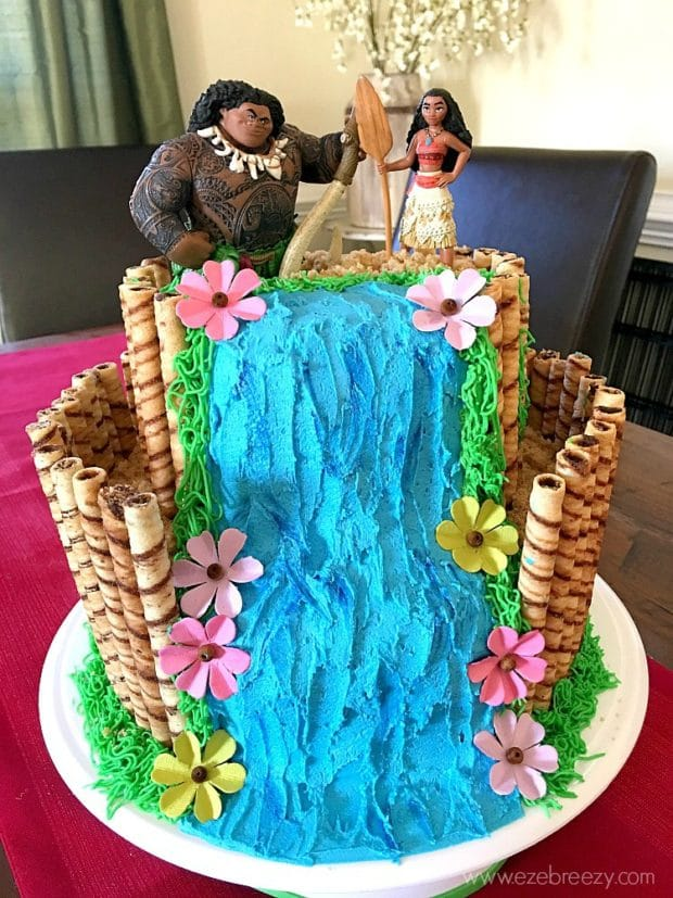 Moana Birthday Cake from EZE Breezy | The Best Moana Birthday Party Ideas