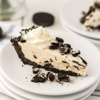 slice of oreo cookie pie