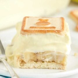 close up shot of a slice of chessmen banana pudding on a plate
