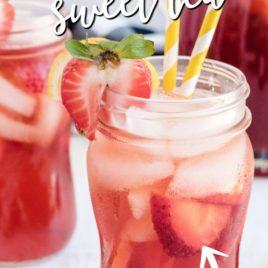 strawberry sweet tea in glass with straw
