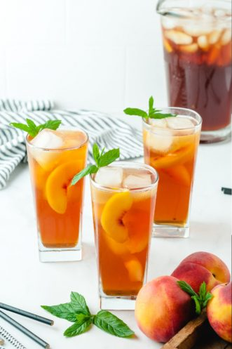 sweet peach iced tea in glasses with mint