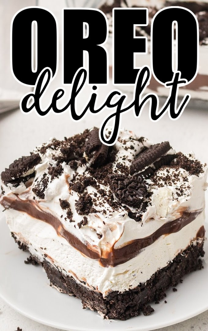 close up shot of a slice of Oreo delight