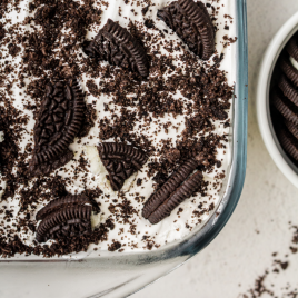 close up shot of Oreo delight in a clear baking pan