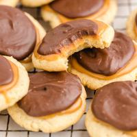 close up shot of twix cookies