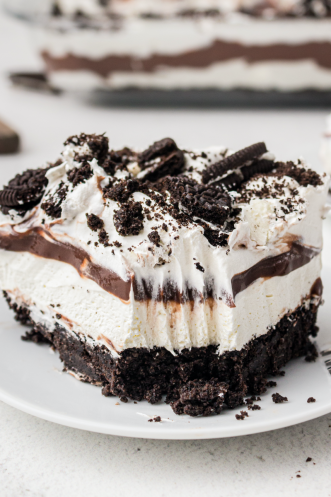 close up shot of a slice of Oreo delight on a white plate