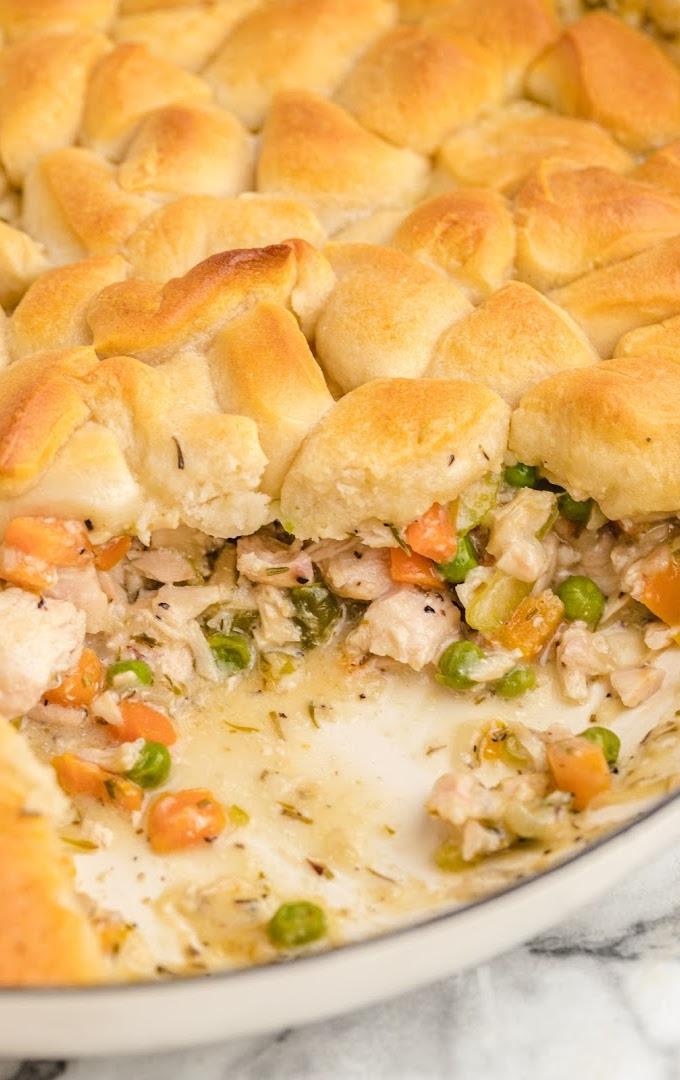 close up shot of skillet chicken pot pie
